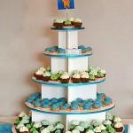 petit fours toren soezen cupcakes blauw groen babyborrel desserttafel